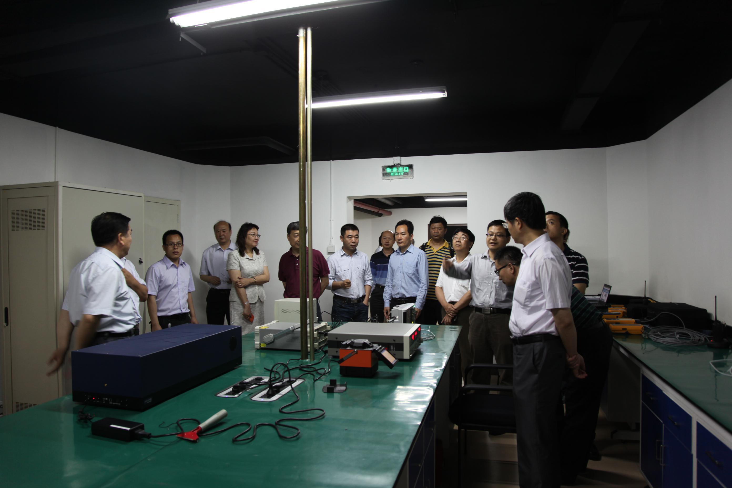 规划科技司领导和专家组参观实验室技术研发平台